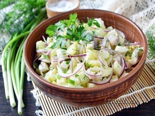 Салат Норвежский с картошкой и селедкой - рецепт с фото пошагово