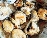 Хек, жаренный с грибами, морковью и луком